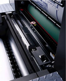 The Prinect Inpress Control 2 in-line measuring system with spectral measurement halves the time until the first measurement and permits a further 20% reduction in waste.