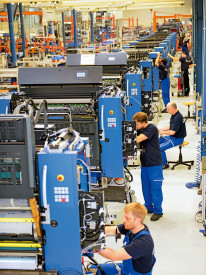 Orders, revenue and earnings were especially pleasing in KBA's Sheetfed segment in 2015. The printing unit assembly lines at the facility in Radebeul were extremely busy.