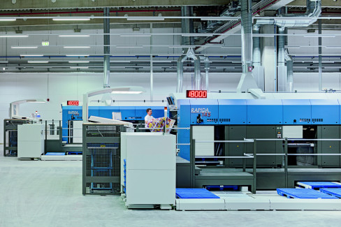 A German packaging printer has already fired up two Rapida 145 presses with double-pile delivery and extensive substrate logistics.