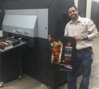 Hera Printing VP Ricardo Garcia stands next to the Scodix system.