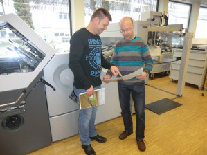 Klaus Harig (left) and Rainer Suerbaum, both heads of the postpress department at Meinders & Elstermann GmbH & Co.KG.