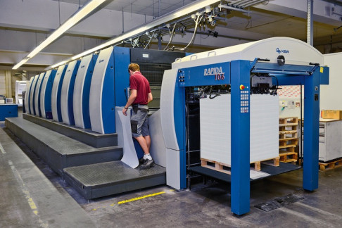 The Rapida 106 will be presented as a highly automated perfector with LED-UV at drupa.