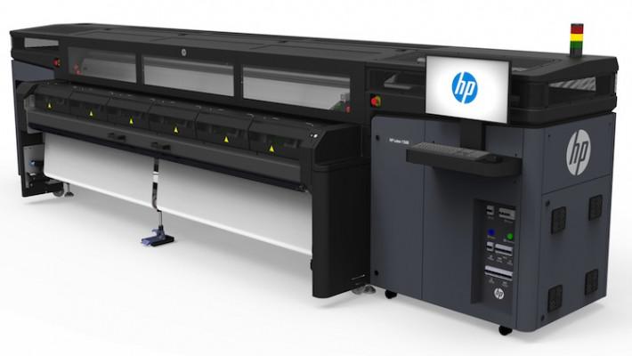 The HP Latex 1500 printer dual-roll.