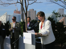 "GCSF vice president Diane Romano emcees the group's ""Spring Fling"" fundraiser on Ogilvy & Mather's rooftop."