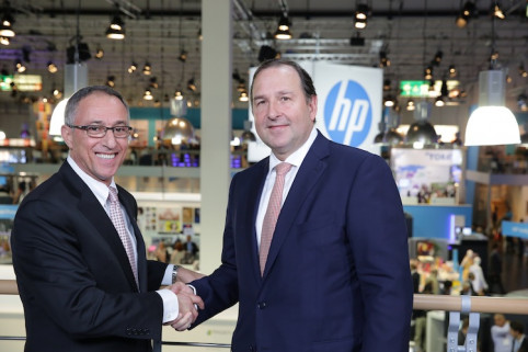Mike Salfity, global head and GM, HP Graphics Solutions Business; and Smurfit Kappa Europe Chief Executive Roberto Villaquiran.