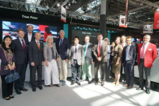 CRON welcomes the Parliament Group NRW-China to its stand at drupa.