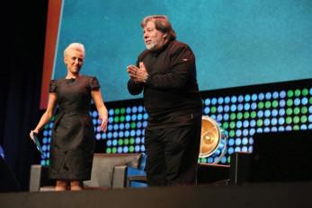 Networking expert Laura Schwartz introduces speaker (and Apple co-founder) Steve Wozniak during Dscoop.
