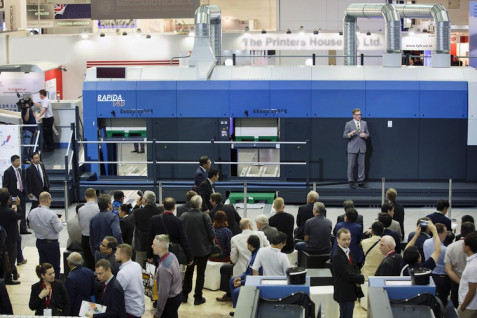 KBA-Sheetfed underscored its solid footing in folding carton printing with the largest sheetfed offset press at this year's Drupa (photo) and the presentation of a digital sheetfed press developed in alliance with the Xerox Corporation in America for this segment. It is expected to be available for delivery in 2017 (2)