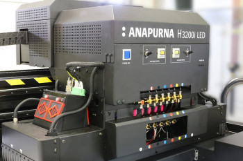 hanks to their reduced heat emission, LED machines can print on heat-sensitive substrates such as thin-layer styrene, self-adhesive sheets or stretched ceiling materials made of PVC fabric.
