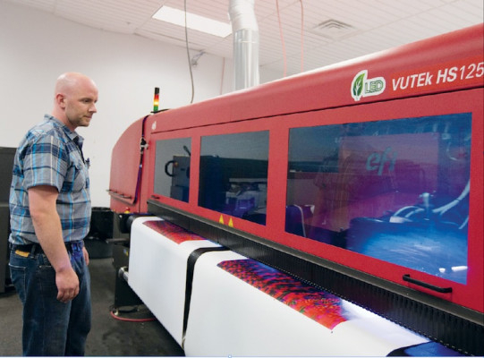 One of the newest tools in the Hatteras arsenal is this 3.2m EFI VUTEk HS125 Pro hybrid flatbed/roll-fed inkjet press.