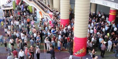 Graph-Expo-entrance-crowd-400-1
