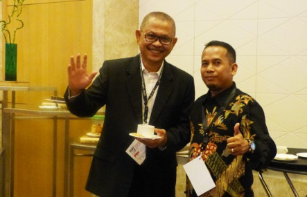 CEO of Indonesian IPD16 sponsor AXI, Sahat Sihombing (left) with PrintPack Indonesia Chief Editor Suhendra Marzuki.