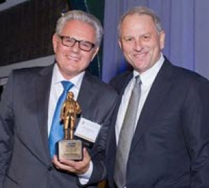 Noted journalist, author, and 60 Minutes correspondent Armen Keteyian, left, winner of the 2016 Franklin Award for Distinguished Service, with 60 Minutes Executive Producer Jeffrey Fager, who introduced him during ceremonies at the annual Franklin Luminaire Awards dinner hosted by Printing Industries Alliance and Idealliance in New York City on Oct. 19.