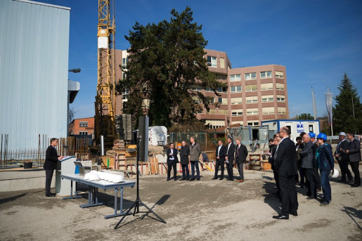 The new demo center in Würzburg is being built directly adjacent to Koenig & Bauer AG's administration building.
