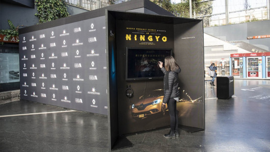 Renault pop-up cinema and domination campaign, IGP Decaux, Italy, January 2017 (Click image for video)