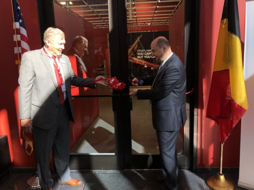 Xeikon Café N.A.: Dave Wilkins (left) and Benoit Chatelard cut the red ribbon to open Xeikon's new Innovation Center in Itasca, Ill.