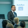 Sascha Fischer, head of product management, presented a host of new automation and measuring system features, including faster plate changing, expanded functionality for the Rapida LiveApp, further content serving autonomous printing and new LED-UV dryers.