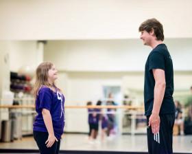 PrintingCenterUSA raises money for nonprofit dance program.