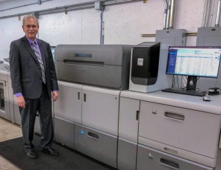 Mike Kingery, president of Kingery Printing, installs new Heideberg Versafire EP digital printing press.