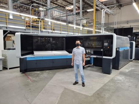 K-1 President Mike Tsai in front of the company's new Landa S10 Nanographic Printing Press.