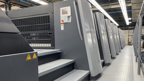 Curtis 1000 recently installed a new Speedmaster XL 106-8P+L with both LED & Mercury UV curing to increase its capacity and capabilities as well as enhance its speed-to-market.